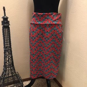 🎄LuLaRoe Red and green Cassie Skirt Size M NWT